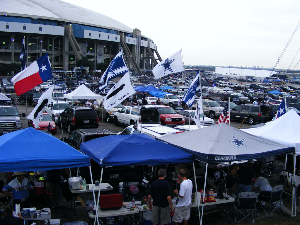 fans party at Cowboys Tailgate Plaza