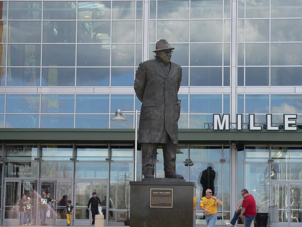 Vince Lombardi Statue outside of the main entrance to Lambeau Field