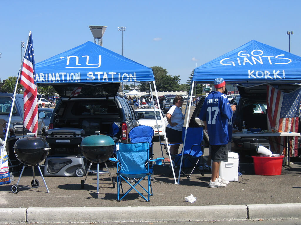 New York Giants tailgaters bbq barbecue tailgate party