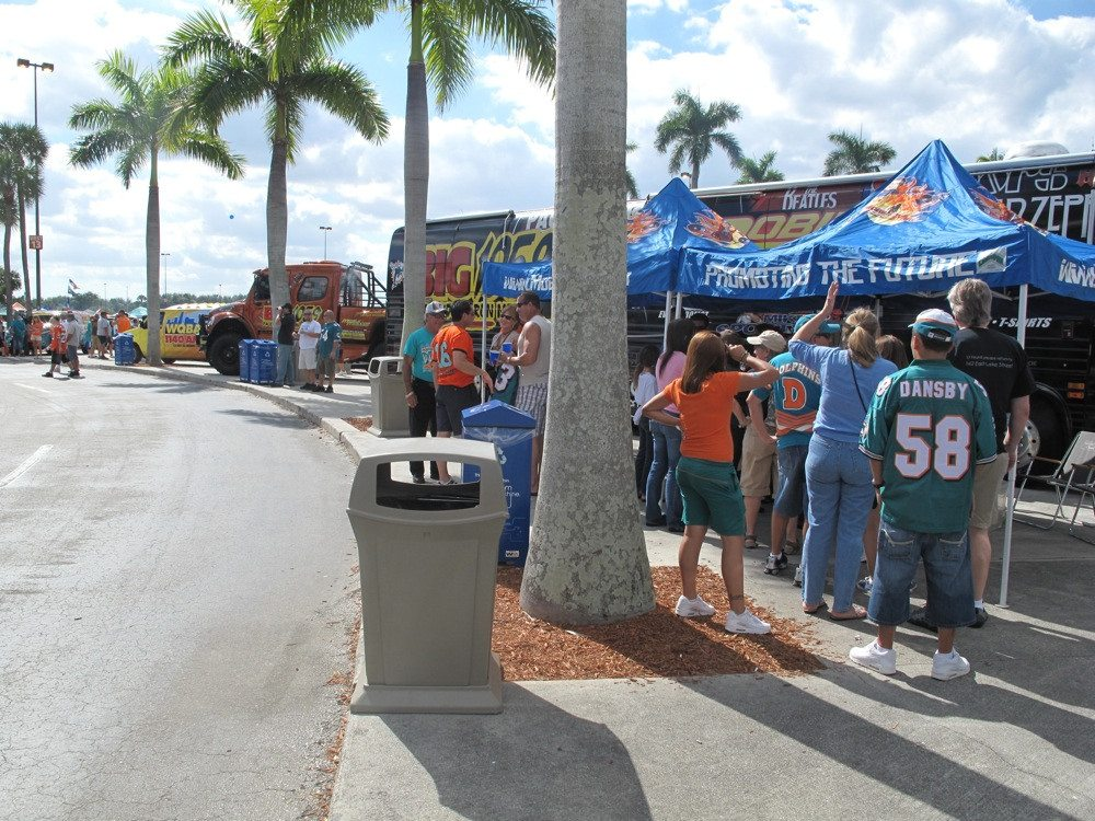 fans tailgating at Miami Dolphins game
