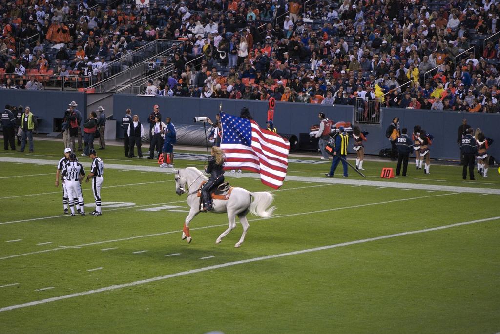 Thunder Denver Broncos live mascot